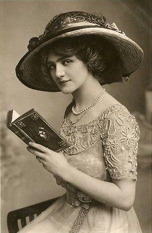 """Ⓜ (C): 365 /  Lily Elsie (1886-1962) -  fue una popular actriz y cantante inglesa de la llamada época eduardiana. Conocida, sobre todo, por su éxito en la premier en Londres de la opereta de Franz Lehar """"The Merry Widow"""" en 1907."""