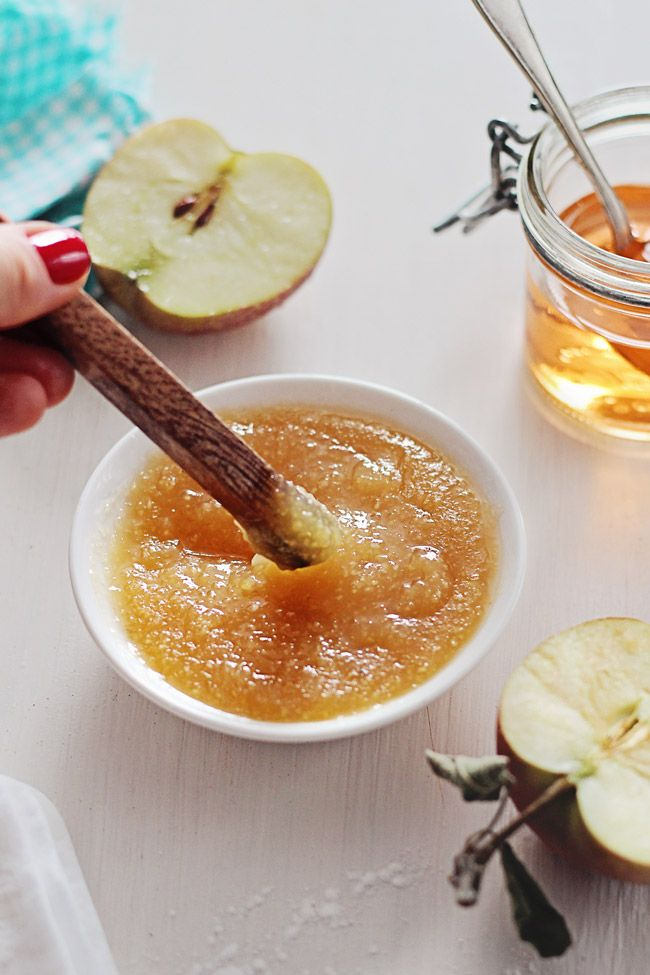 The natural acids in apples and apple cider vinegar make for an easy and effective at-home skin peel.