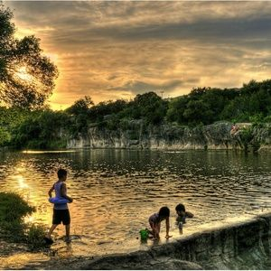 Most Central Texas swimming holes require a fairly significant jaunt beyond the Austin metro area. Georgetown's Blue Hole is one refreshing exception. Located just off I-35 and six blocks north ...