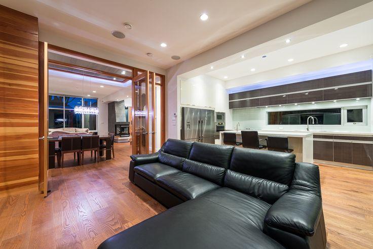TV Lounge Coutch & Kitchen