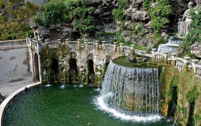 Oval Fountain in Tivoli