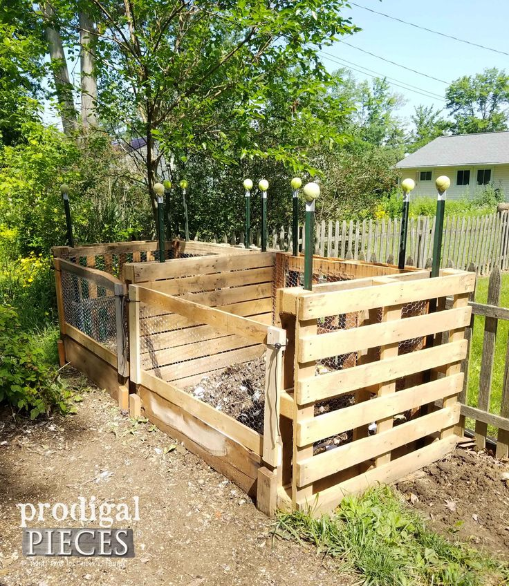 Pallet Compost Bin DIY ~ A Must Have