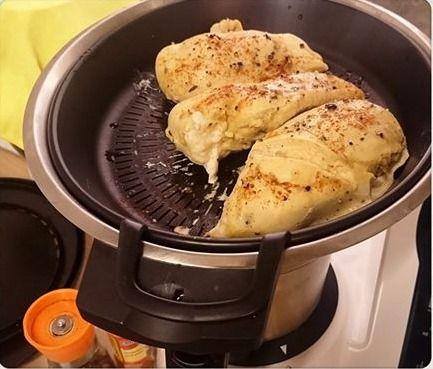 Простая, вкусная, здоровая еда на пару всего за 25 минут с #Майкук  На #обед 3 порции куриных грудок.  #Соус к мясу тоже приготовим в Майкук!  Готовьте здоровую еду с #Mycook Доставка за 24 часа✈️по всей Украине☎️0501635142  #готовка #украина #кухня #кулинария #пароварка #еданапару #мультикухня #здоровоепитание #пароварка #кухонныйробот #кухонныйкомбайн #готовимдома #здороваяеда #диета #еда #диетическаяеда #готовимбыстро #готовимсами #бытоваятехника #новинка #новинка2016 #акция #скидка