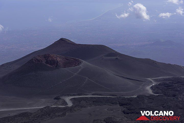 View towards the 2001 crater Cono del Lago and Montagnola (Photo: Tom Pfeiffer)  Stromboli to Etna Oct 2016 - tour photos | pinned by haw-creek.com