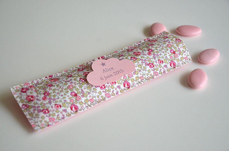 sachets de dragées Liberty Eloïse rose, étiquette nuage personnalisée : Autres bébé par bykiki