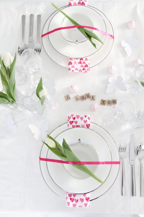 Simple, elegant table setting. White and hot pink. It would be great with White tulips in the centerpiece.