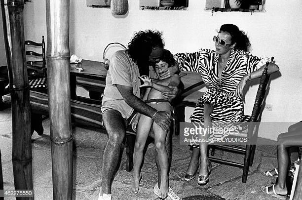 Quando L Amore Diventa Poesia Demis Roussos Greek Singer Demis Roussos On Holidays In Mykonos With His Wife Musica