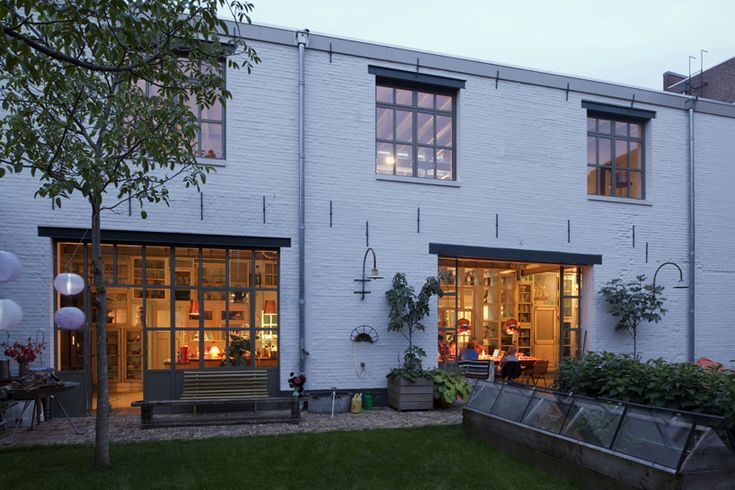 Old garage transformed into integrated live/work space