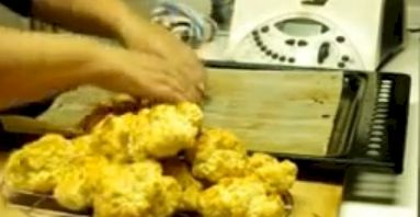 Easy cook-along video for making a Thermomix Cheese scones recipe in less than 30 minutes. Includes links to more recipes for Thermomix beginners.