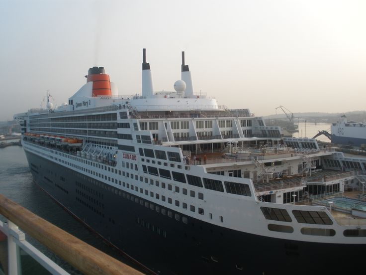 queen mary 2 at southampton
