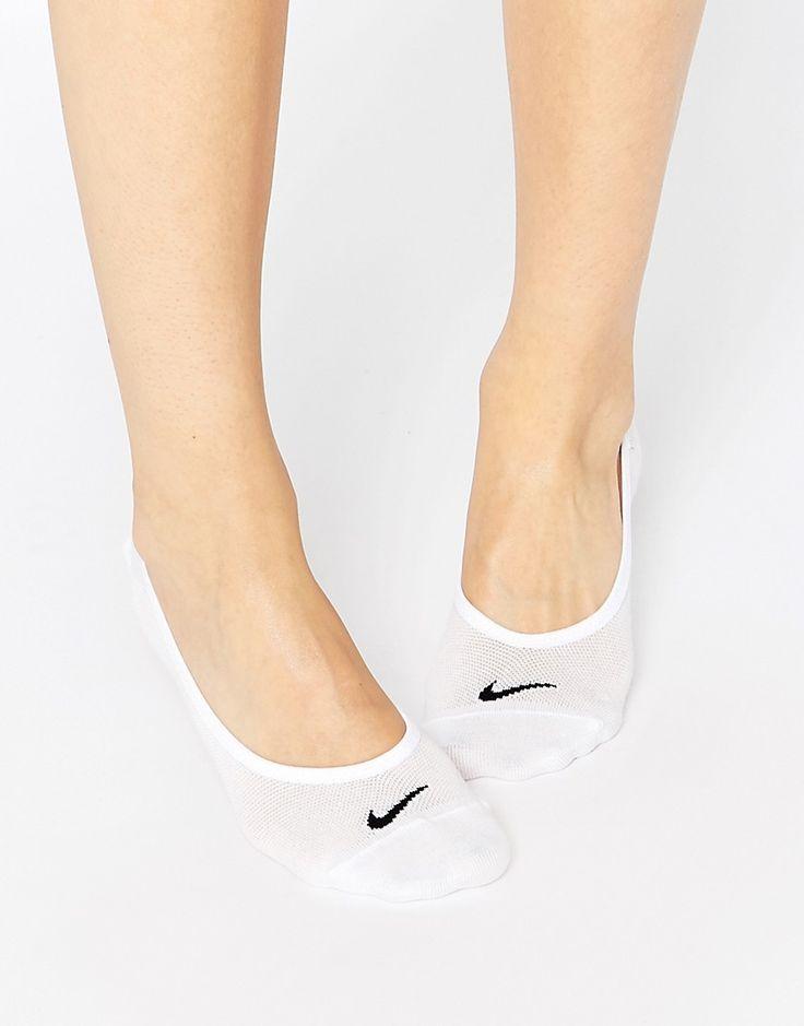¡Cómpralo ya!. Pack de 3 pares de calcetines invisibles y ligeros de Nike. Calcetines de Nike, Tejido ligero de mezcla de algodón, Acabado elástico para mayor comodidad, Diseñados para que queden por debajo del tobillo de la zapatilla, Lavar a máquina, 70% algodón, 27% nailon, 3% elastano. Nike domina la industria de la ropa de deporte dando un toque fresco y a la última a prendas casual. Las zapatillas de deporte supercool y las hi-tops encabezan su llamativa colección de calzado. C...