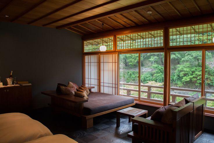 一度は泊まってみたい!おすすめ旅館まとめ1のつづきになります。旅の醍醐味と言ったら泊まる宿のお部屋、お食事、お風呂、そしてお・も・て・な・し。そこで、旅の醍醐味を堪能できる贅沢旅館を「一休.com」の全国・旅館・予約数ランキングを参考にまとめてみました。  6位 星のや 京都(京都府 嵐山)      京都・嵐山に建つ「水辺の私邸」。渡月橋から専用船で川を上り分け入った場所に「星のや...