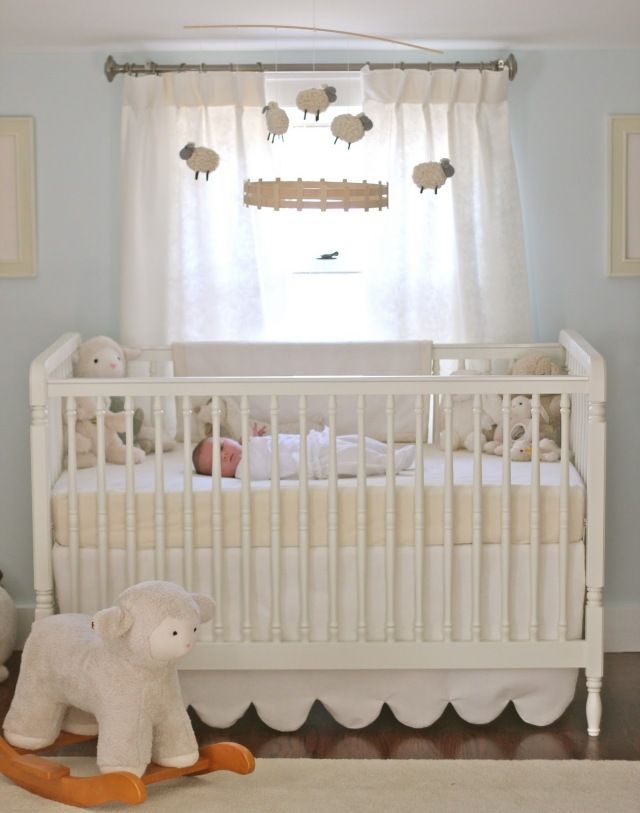 babyzimmer neutral motto schäffchen weiß creme