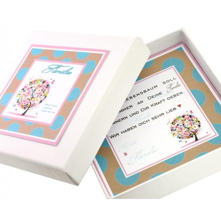 Eine wunderschöne Geschenkschachtel für Armbänder, die nach Ihren Wünschen personalisiert wird. Die Schachtel ist ca. 80 x 80 mm groß.