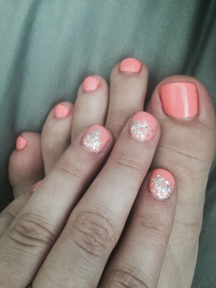 toes to match the finger nails. Obsessed with this combo. #nails #Coral #Sparkles