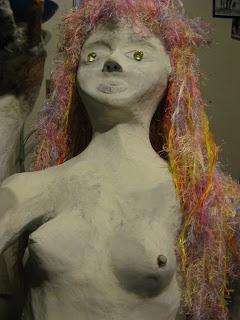 sirène papier mâché avec cheveux en cours de réalisation (blog les aventures de la mère poulpe)