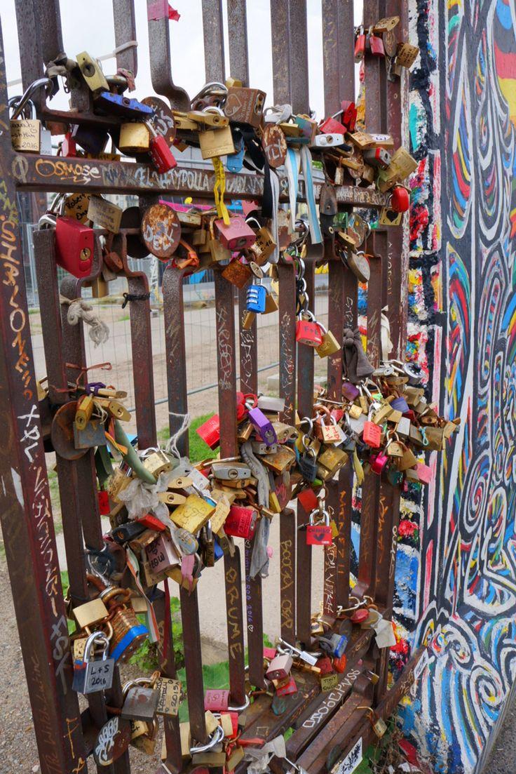 Love in Berlin. Berlin Wall