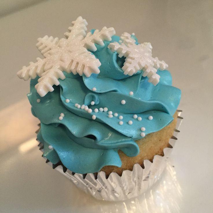 Disney Frozen blue ombre cupcakes with gumpaste snowflake cutouts. Follow my instagram @macpherson184 for more cupcake photos