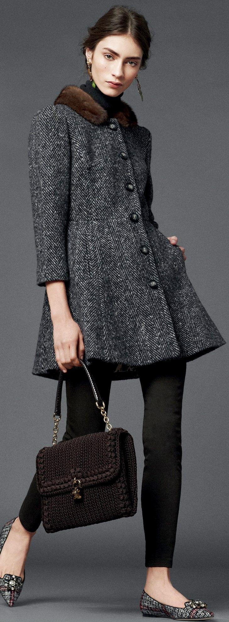 Dolce & Gabbana Seguici diventa nostra fan ed entrerai nel mondo fantastico del Glamour  Shoe shoes scarpe bags bag borse fashion chic luxury street style moda donna: