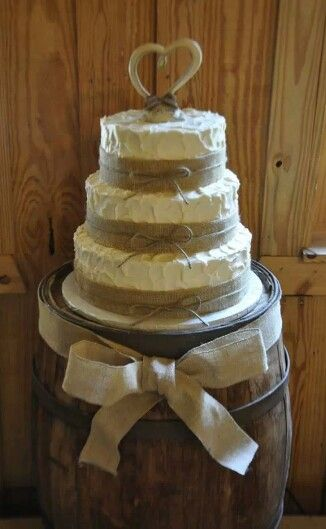 country chic wedding cake table country chic weddings country chic and barrels on 12977