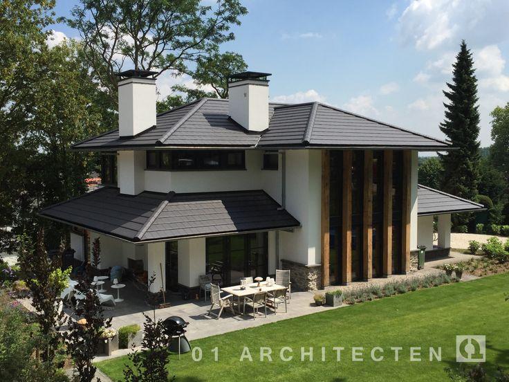 Fraaie foto's van gerealiseerde nieuwbouw woningen en met rieten dak of dakpannen door 01 Architecten. .