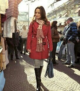 Red coat and boots Fernanda Vasconcellos wearing this red outfit as Ana Fonseca from the brazilian telenovela A Vida Da Gente