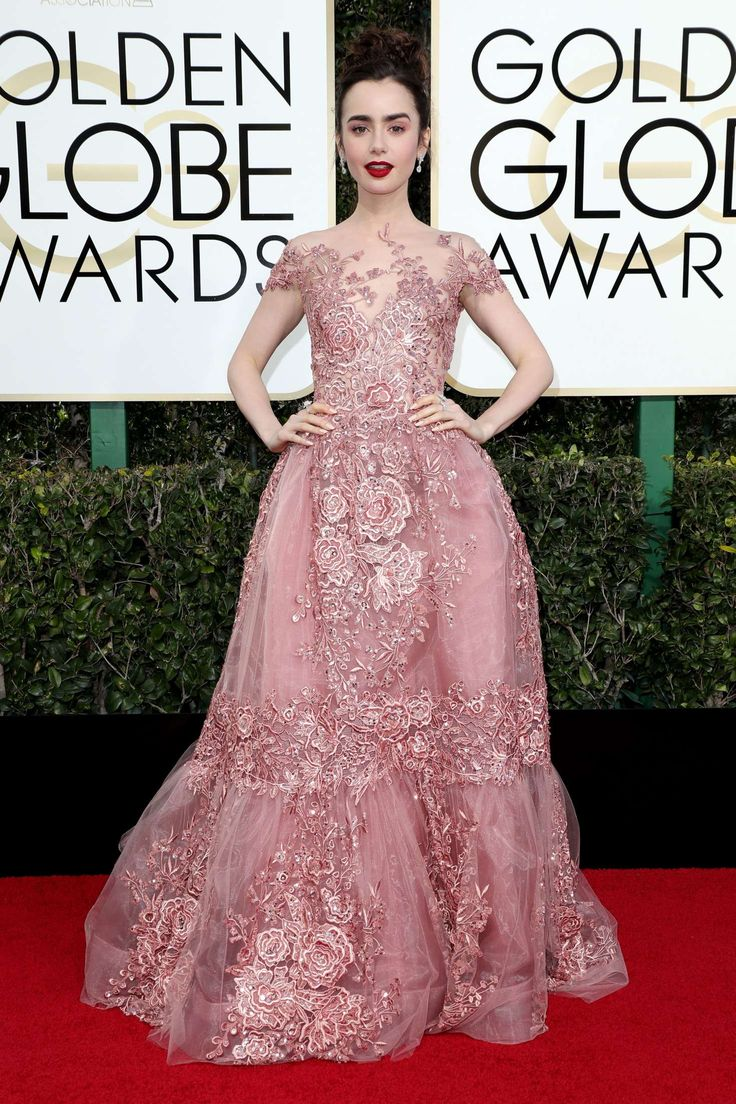 Lily Collins looking gorgeous. Golden Globe 2017.