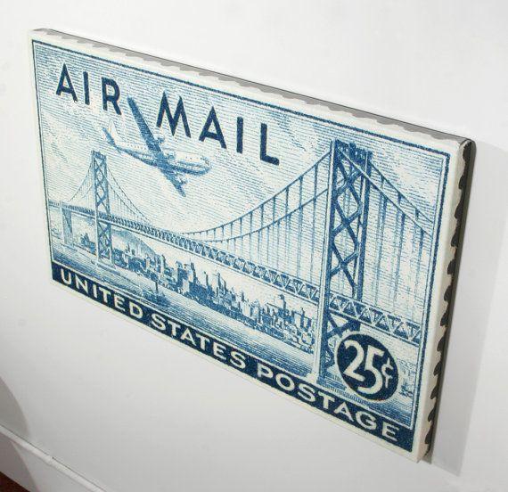 Dieser Druck ist für einen 25 Cent ein USA-Luftpost Briefmarke von 1947 zeigt die Skyline von San Francisco mit der Bay Bridge 1936 gebaut. Bilder aufgenommen mit der Skyline ist eine Boeing Stratocruiser-Flugzeug und einen Schlepper gehen unter der Bay Bridge. Das Gesicht der diese