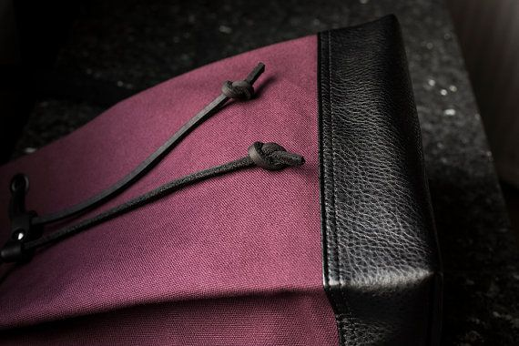 Mini Mochila  bolsa de cubo rojo Borgoña  cubo morral por INTERICON