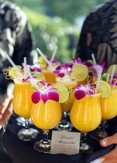Affordable and Creative Hawaiian party decoration Ideas (28)
