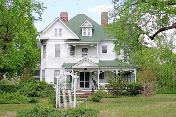 3 Amazingly Inexpensive Victorian Homes for Sale - Historic Homes for Sale - Country Living