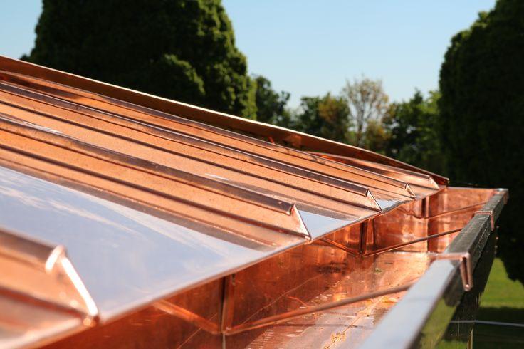 Struttura in legno lamellare di abete con capriata incrociata e brise soleil in legno di larice naturale - Gronda e manto di copertura in rame