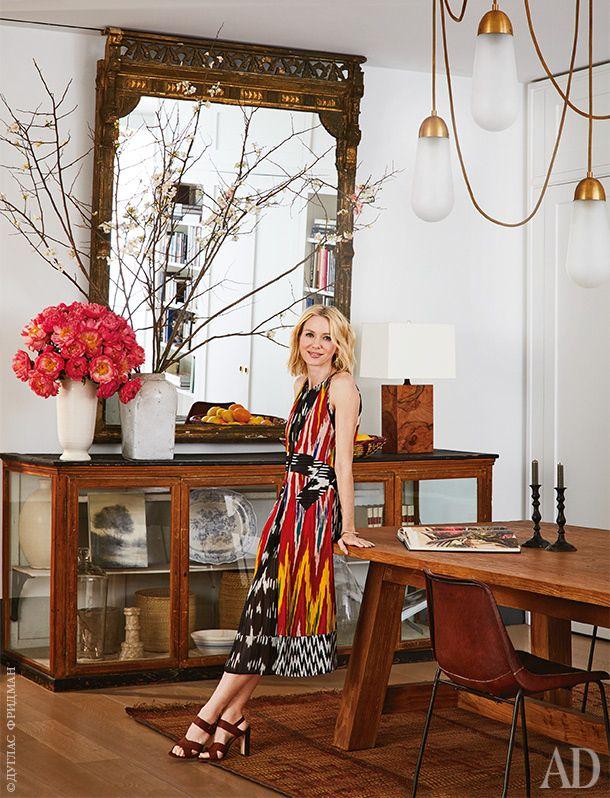 Наоми Уоттс в столовой своей новой квартиры в Нью-Йорке. Светильник, Apparatus…