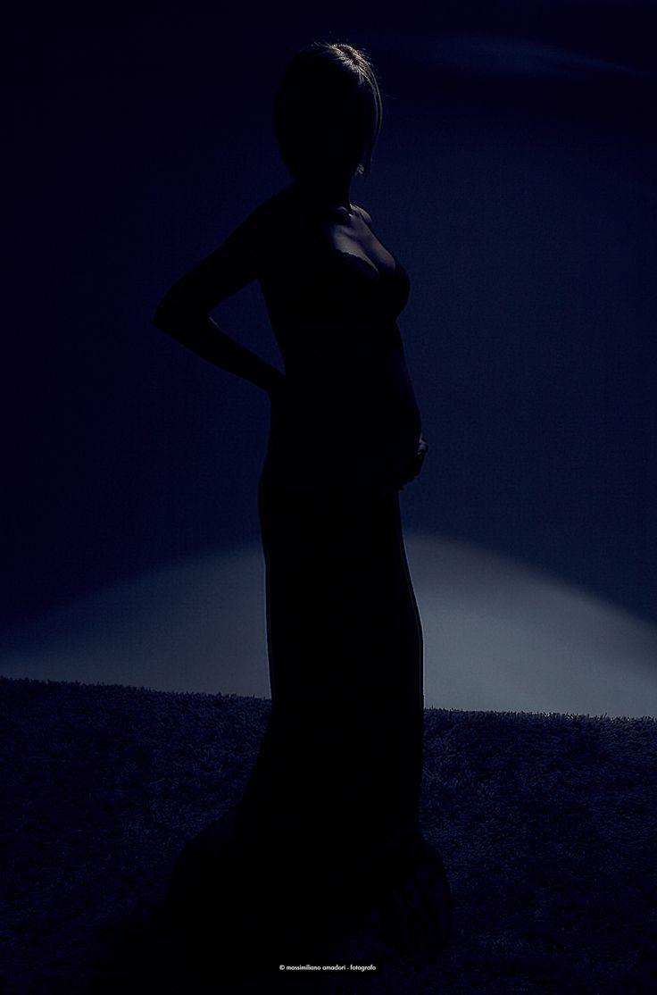 https://flic.kr/p/E3XvAy | silhouette | lovely pregnancy in backlight strobist: 1X studio flash 300W at 1/64 power over white background