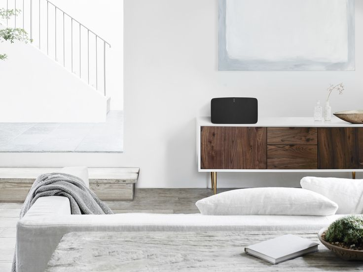La Sonos Play 5, l'enceinte la plus puissante de la gamme Sonos, sera l'enceinte idéale du salon, seule ou en association avec un second exemplaire pour créer une véritable paire d'enceintes stéréo sans fil. #Multiroom #WiFi #Spotify  #Qobuz #Android #iOS #Deezer #RJ45 #Sonos http://www.laboutiquederic.com/enceintes-wifi/779-sonos-play5-enceinte-sans-fil-wifi-reseau-multiroom-noir-878269001676.html