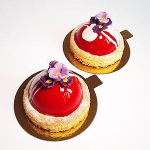 Instagram photo by pollykosheleva - Strawberry-coconut/ летящих пироженок вам в ленту