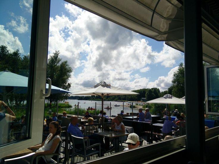Waterfront op Vlietland, restaurant met prachtig uitzicht op het meer en ze hebben heerlijke gerechten.