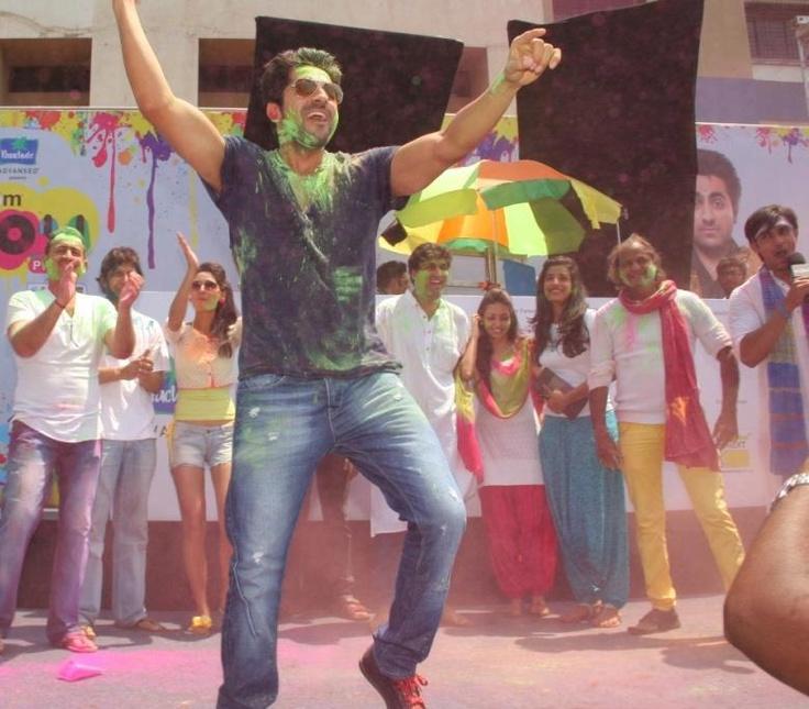 Ayushmann dancing on Saadi Galli