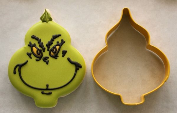 Decorated Grinch Cookies -- just for fun when we watch the movie. :) {SweetSugarBelle}