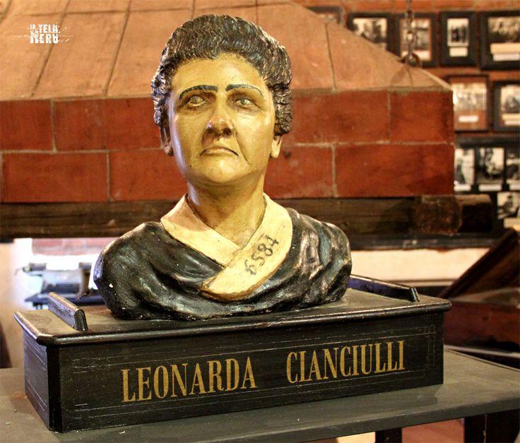 """Un busto dedicato a Leonarda Cianciulli, la famosa serial killer italiana conosciuta come la """"saponificatrice di Correggio"""". #leonardacianciulli #saponificatrice #serialkiller"""