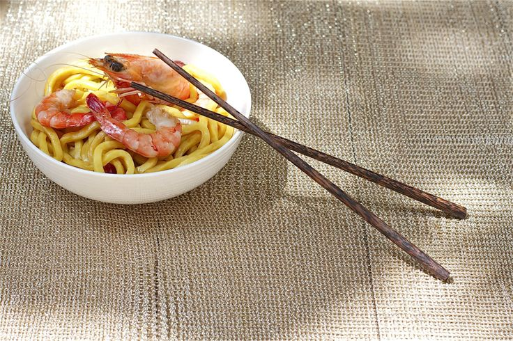 Honey prawns with hokkein noodles