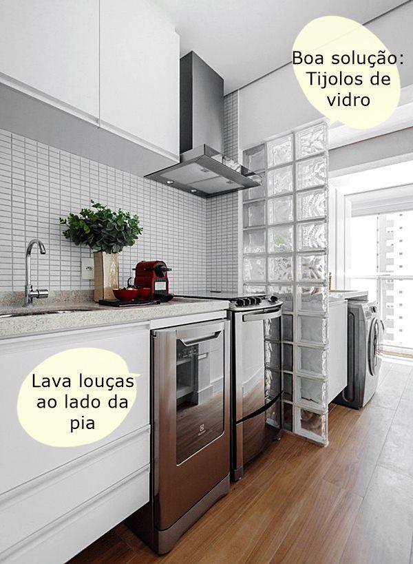 Mostrar ideias para cozinhas pequenas nunca é demais, pq quanto menor o espaço mais criatividade temos que ter! Então, veja aí estas soluções para usar melhor o espaço, iluminar e economizar!