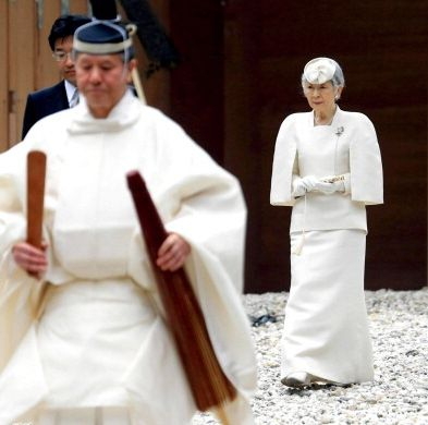 Imperial Couple Visit Ise Shrine