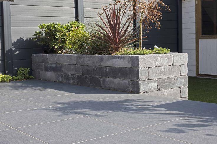"""Betonmauerstein Blockstone in der Farbe """"Gothic"""" mit Keramischer Platte """"Ardesia Nero"""""""