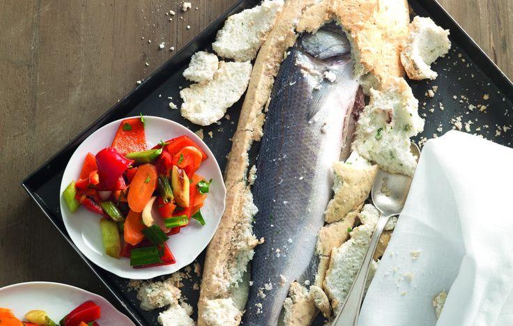Spigola in crosta di sale: la ricetta de La Cucina Italiana