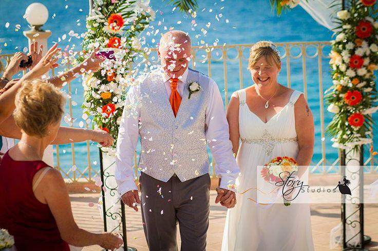 #confetti #weddinginzante #balconywedding #weddingabroad
