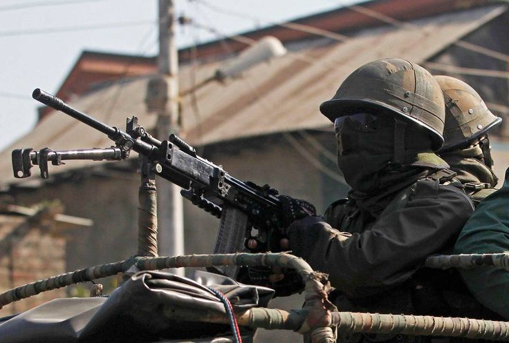 Rashtriya Rifles soldier operating a pintle-mounted INSAS LMG [1184x800]