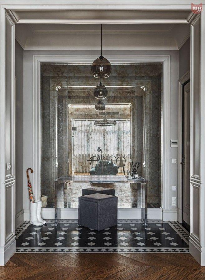 Московская квартира площадью 110 кв.м превратилась в великолепные апартаменты в стиле французской (а может и английской) неоклассики.