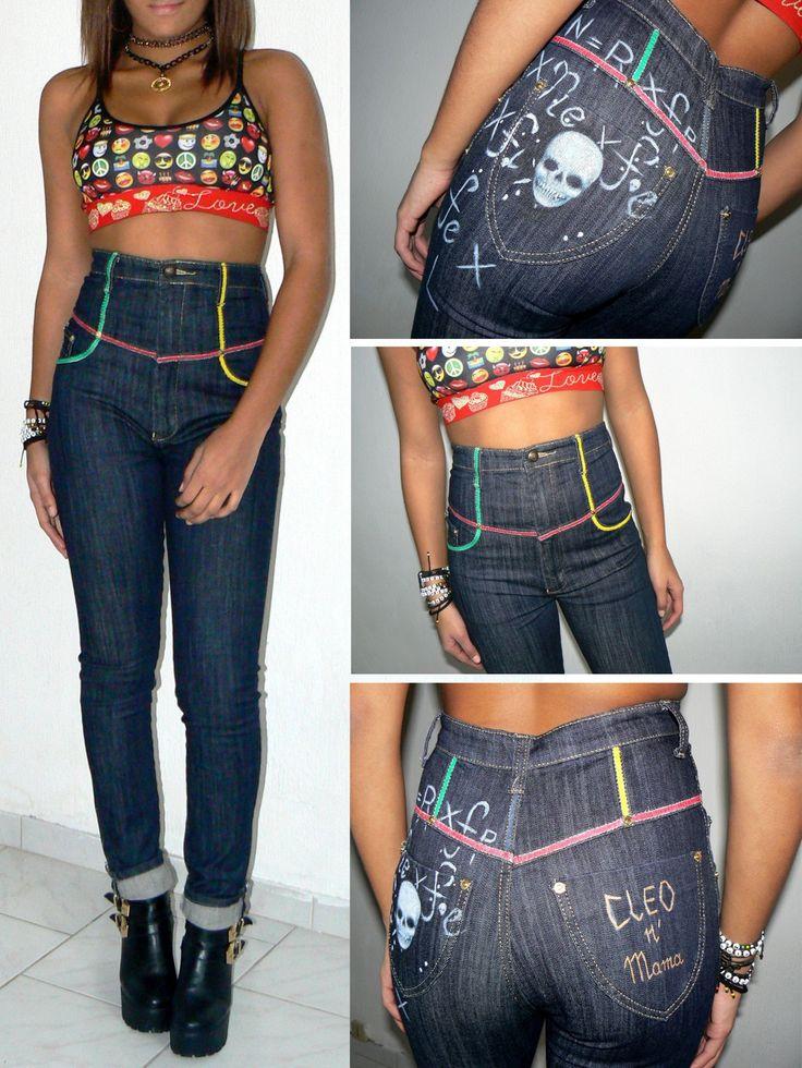 Jean slim taille haute stylé motif tête de mort et bandes rasta fluo : Pantalons, jeans, shorts par cleo-n-mama-creation