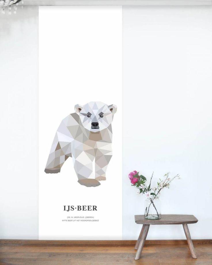 Behangposter ijsbeer. Geometrische print van een ijsbeer op XL poster. Designed by Tinkle&Cherry.